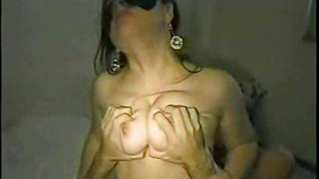 La taxista cachonda Carmel Anderson monta una BBC por algo de porno hentai colegialas dinero extra