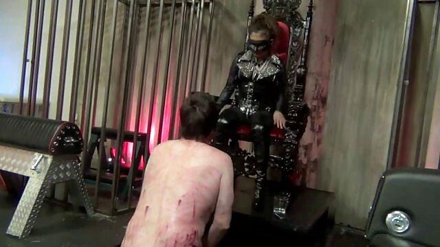 Sexy trabajando con el pie y COÑO fuertes animal hentay