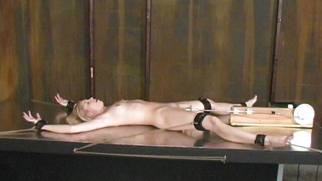 Calor lesbiano caliente con Izzy Bell y Makayla Cox hentai anime sin censura