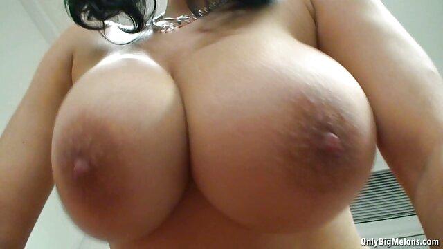 Diversión en la mesa de masaje con dos rubias calientes de porno hentai sister grandes tetas