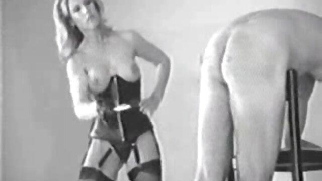 Anya video porno dibujo animado masturbándose desnuda