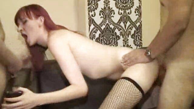 Chica de tetas grandes juega videos porno anime en español su coño apretado